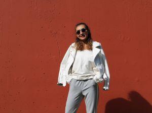 Лаконичные белые женские куртки – фавориты осенне-зимнего сезона