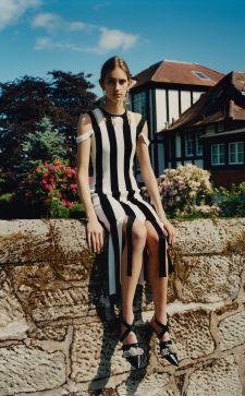 Платье в полоску 2020 года: повседневные и праздничные варианты