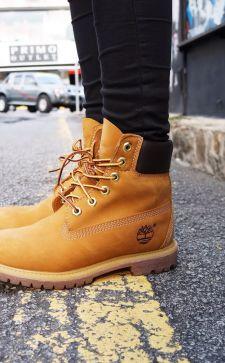 Желтые ботинки в гардеробе смелой модницы: с чем носить