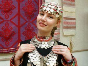 Удмуртский национальный костюм: особенности традиционной и современной одежды