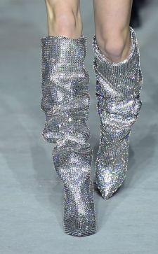 Широкие сапоги: стильные комбинации с лучшими моделями