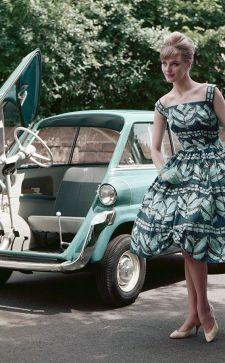 Платья в стиле ретро: стильные фасоны с пышными юбками