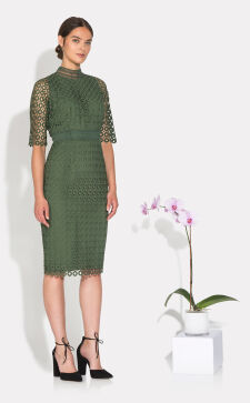 Платье-карандаш 2019 года: новые формы сдержанной классики