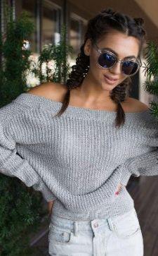 Вязаный свитер с открытыми плечами: особенности выбора и вязки своими руками