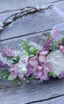 Ободок из цветов: трендовые украшения причесок