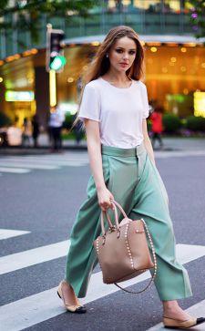 С чем носить брюки клеш: самые модные образы