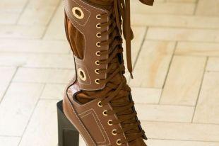 Коричневые ботинки для женщин: как правильно носить такую модную обувь