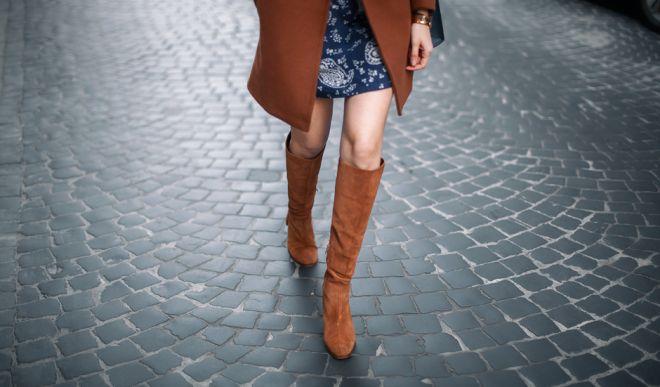 Замшевые женские сапоги: модные образы на осень и зиму