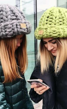 Популярные фасоны женских шапок на зиму и весну 2017