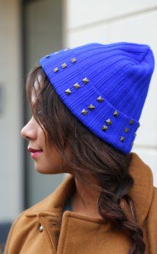 Синяя шапка: смело и стильно