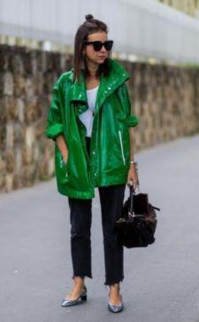 С чем носить зеленую куртку: в моде классический look и экстравагантный street style