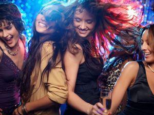 В чем пойти в клуб: актуальные образы, подбор аксессуаров
