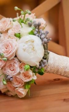 Запоминающийся свадебный букет невесты: тонкости выбора цветов