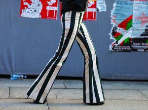 С чем носить женские брюки в полоску: модные образы для любой ситуации