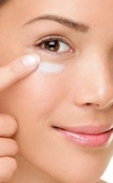 Крем для кожи вокруг глаз: особенности применения и выбора