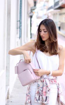 Как и с чем носить розовый рюкзак: модные советы