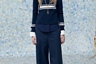 Синие женские брюки — незаменимый элемент гардероба