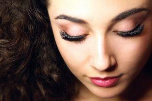 Голливудское наращивание ресниц: придаем волоскам невероятный объем