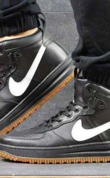 Высокие мужские кроссовки – стильная модель для любых сезонов