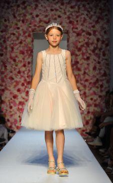 Вечерние платья для девочек в 2018 году: в чем встречают праздники юные леди