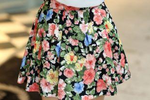 Стильная юбка с цветочным принтом: лучшие образы