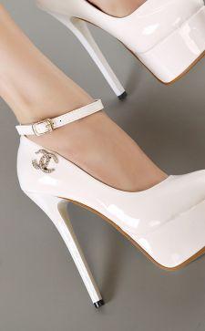 С чем носить белые туфли: модные повседневные и свадебные образы