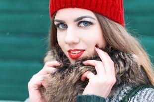 Какой головной убор носить с женским пальто весной