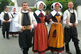 Французский национальный костюм: его развитие и становление