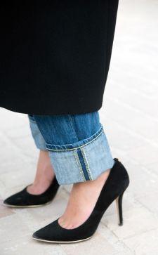 Подвороты на джинсах в 2019 году: пройдет ли мода на них?