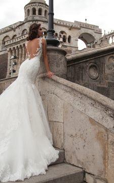Свадебные платья со шлейфом: грация и изящество в образе невесты 2019 года