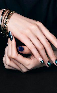 Маникюр «Битое стекло»: блестящие идеи для дизайна ногтей