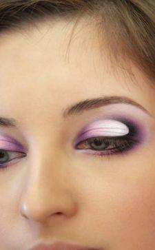 Техника макияжа «банан»: красота выразительных глаз