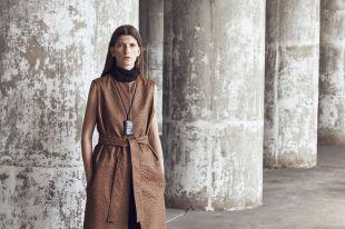 Женские кожаные жилеты: правила комбинирования и составления образов