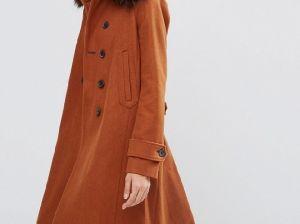Коричневое пальто — лучший выбор для повседневного образа
