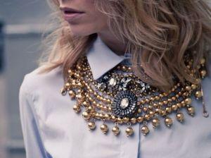 Модная бижутерия 2021 года: образы с актуальными украшениями