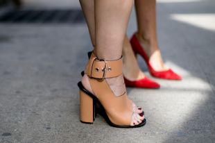 Модные тенденции 2020 года: красивые закрытые босоножки