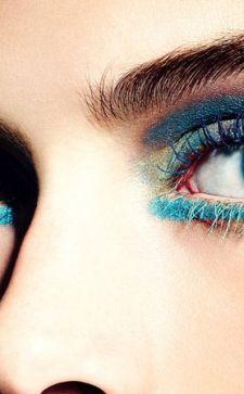 Макияж с синей тушью: делаем взгляд выразительным