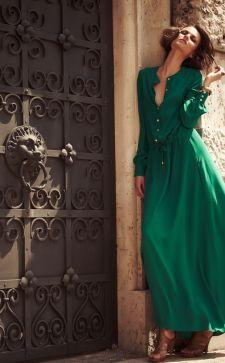 Изумрудный цвет в одежде: модные сочетания и образы