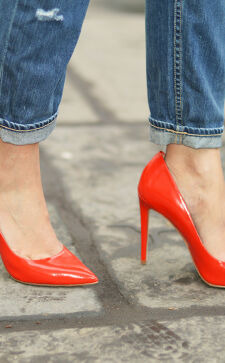С чем носить красные туфли: яркие образы