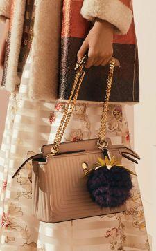 Бежевая сумка – нескучный и универсальный аксессуар