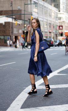 Незаменимое шелковое платье: как носить и не выглядеть вульгарно