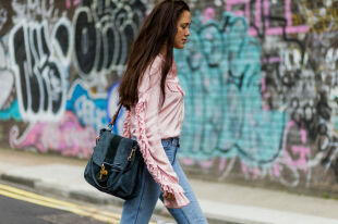Модные блузки с рукавом: что носить осенью и зимой