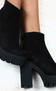 Замшевые женские ботинки и ботильоны: с чем носить и как ухаживать