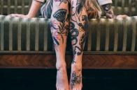 Татуировки на ноге у девушек: интересные эскизы в разных стилях