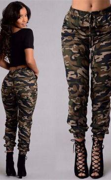 Женские камуфляжные брюки – самая «невоенная» одежда