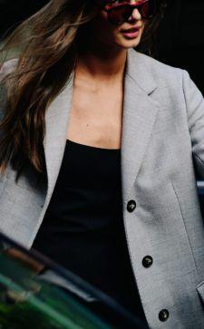 Универсальный и стильный серый пиджак: с чем носить и как выбирать?