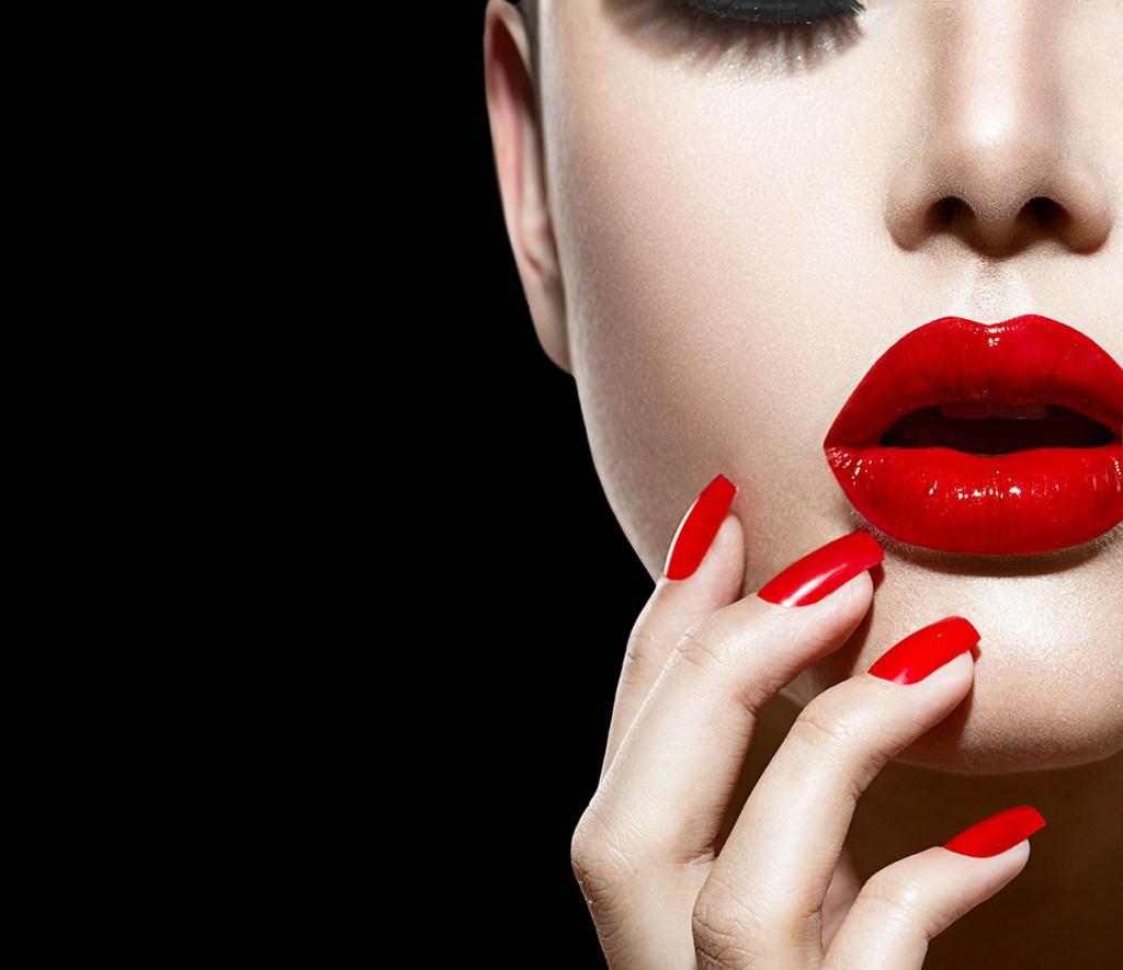 Красные ногти и губы