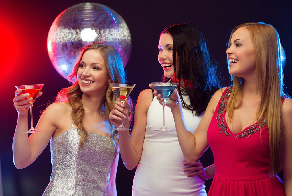 Серебристое, белое или красное платье на Новый год
