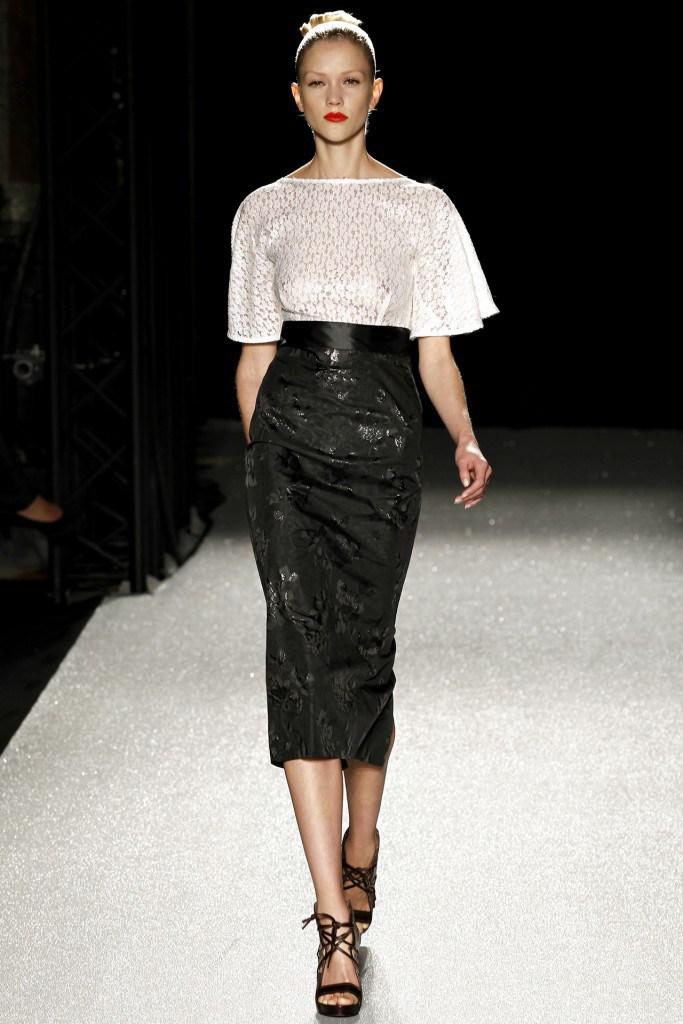 Черная узкая юбка годе