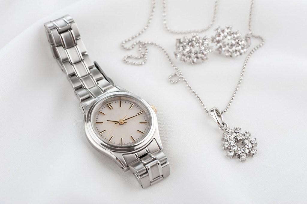 Классические металлические часы